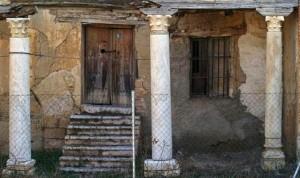 Porche de la Casa Prioral de San Román de la Hornija. Estado a comienzos del siglo XX estado en la actualidad (2105)