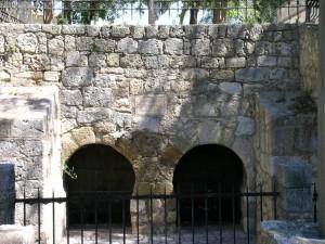 Fuente de San Juan con los arcos de herradura que se vincula a la tradición de la curación del rey Recesvinto. Foto: I. Sastre.