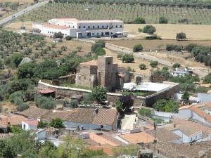 Vista general de la Iglesia de San Juan Bautista, Burguillos del Cerro Fotografía: Ayuntamiento de Burguillos del Cerro.